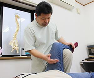 骨盤矯正施術風景